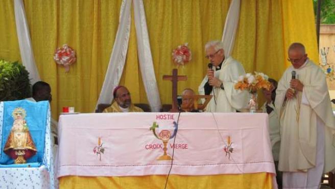Misa En El Centro De Acogida Infantil De Mensajeros De La Paz En Cotonú, En Bení