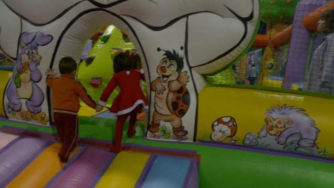 Imagen de archivo de unos niños jugando.