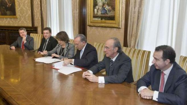 Firma Del Convenio Entre El Gobierno Foral Y Fundación La Caixa.