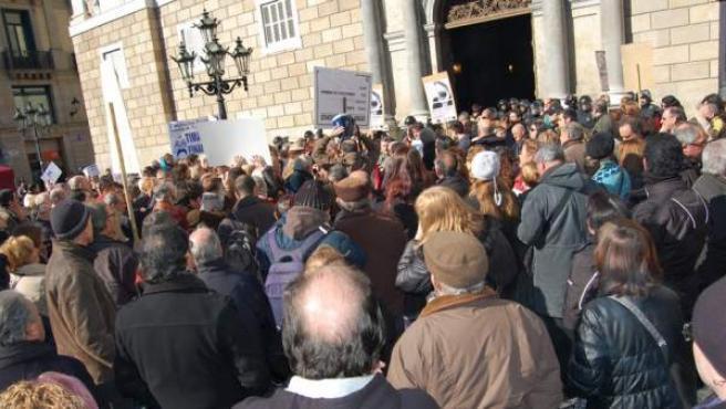 Concentración convocada por ADICAE para protestar por las participaciones preferentes y otros productos tóxicos de ahorro.