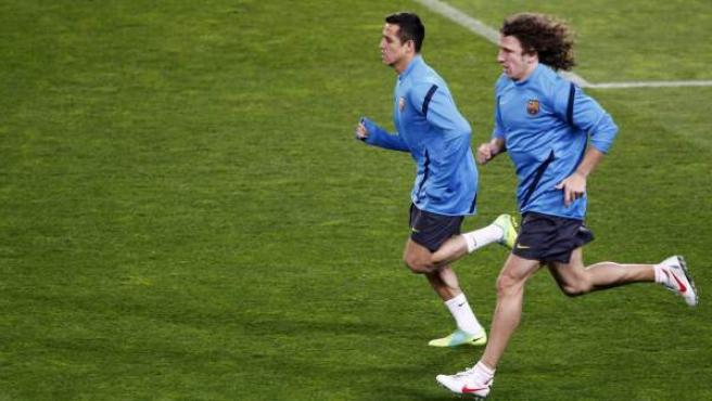 Puyol y Alexis se entrenan al margen del grupo.