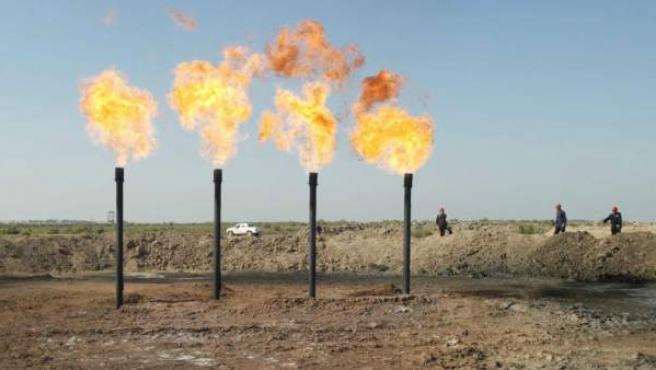 Una refinería de petróleo.