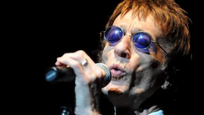 El exmiembro de Bee Gees Robin Gibb, durante un concierto en Polonia en mayo de 2011.