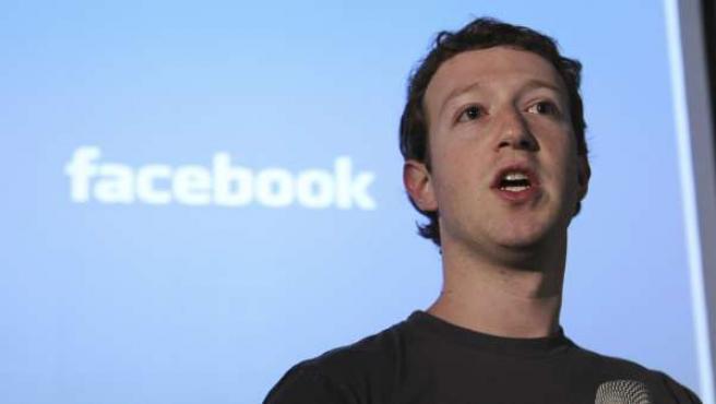 El fundador de Facebook, Mark Zuckerberg en la sede de la compañía.