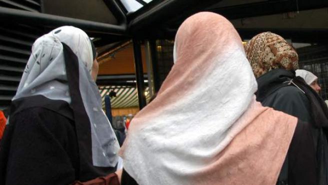 Mujeres portando el velo islámico.