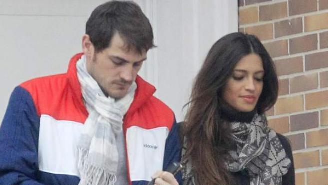 Sara Carbonero e Iker Casillas, abandonando su residencia en Boadilla.