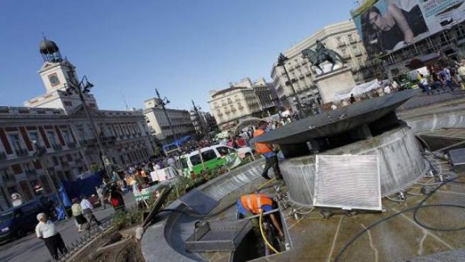Imagen de la Puerta del Sol. A la izquierda, la Real Casa de Correos, sede del Gobierno regional.