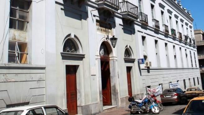 Vista de la fachada del Hospital Maciel de Montevideo (Uruguay), donde se produjeron algunas de las muertes de pacientes.