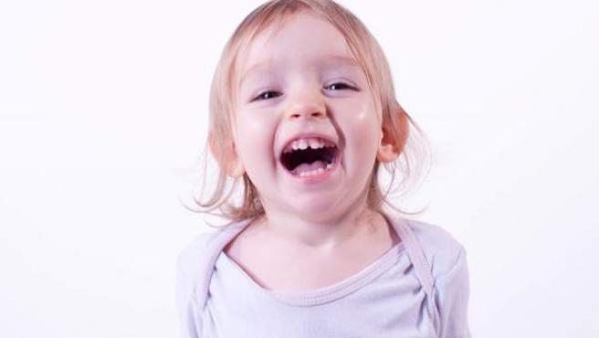 Los primeros dientes suelen aparecer a los 6 meses.