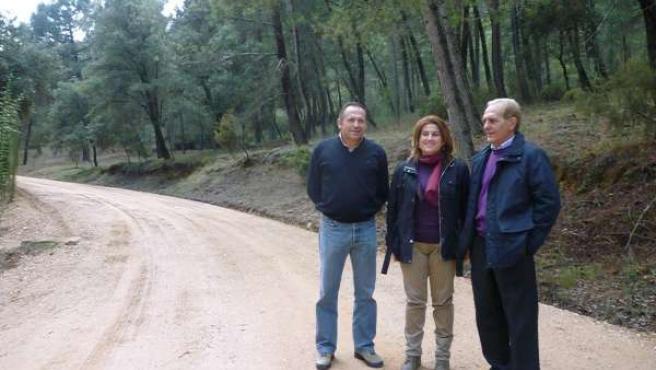 Muñoz (D) Visita El Monte Cañada Catena, Afectado Por Fuego En Septiembre 2009.