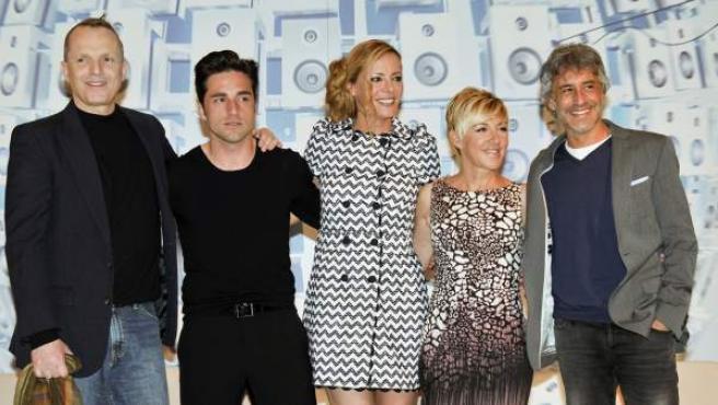 Los miembros del jurado y la presentadora de 'El número uno' de Antena 3: Miguel Bosé, David Bustamante, Paula Vázquez, Ana Torroja y Sergio Dalma (de dcha a izda).