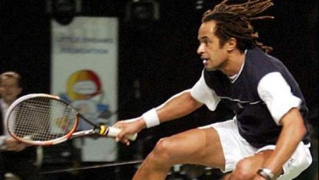 Yannick Noah, en un partido benéfico de tenis.
