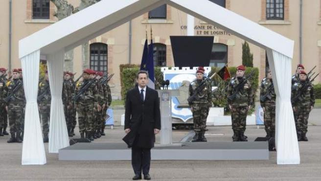 El presidente francés, Nicolas Sarkozy, asiste a la ceremonia de homenaje a los tres militares asesinados en Toulouse y Montauban.