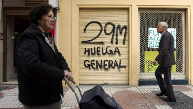 Pintada en Málaga anunciando la huelga general del 29-M.