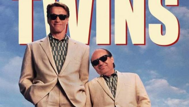 Schwarzenegger y DeVito, protagonistas de 'Los gemelos golpean dos veces'.