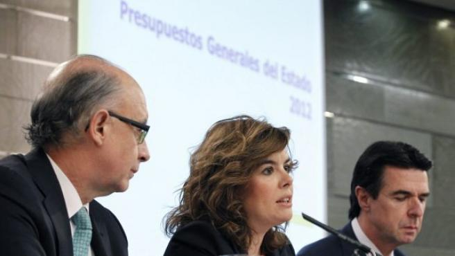 Montor, Sáenz de Santamaría y Soria, en un momento de la rueda de prensa posterior al Consejo de Ministros de este viernes.