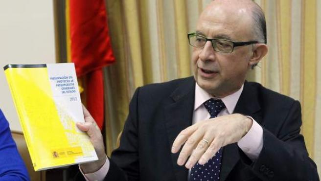El ministro de Hacienda, Cristóbal Montoro, durante la reunión que ha mantenido para analizar los presupuestos de 2012.