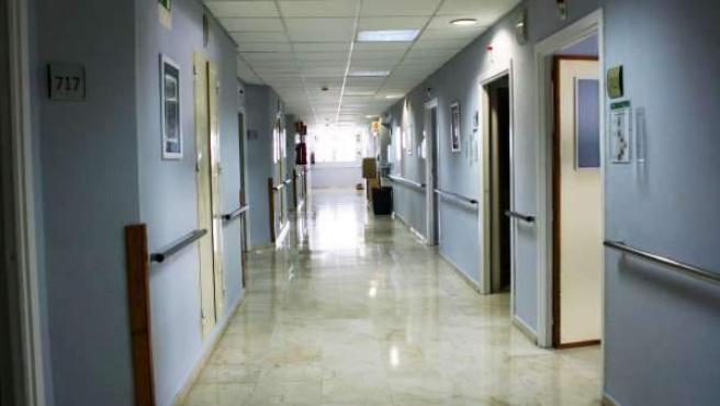 Imagen de los pasillos vacíos de un hospital.