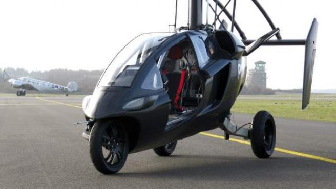Fotografía cedida por la empresa holandesa PAL-V de su prototipo de coche volador, para cuya versión comercial busca inversores para poder lanzarla al mercado en 2014.