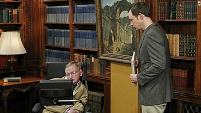 Imagen de la aparición del físico Stephen Hawking en la famosa serie estadounidense The Big Bang Theory.