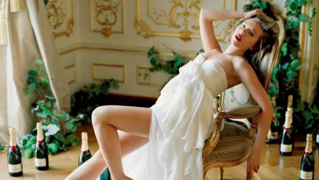 Scarlett Johansson, muy sexy para un anuncio publicitario.