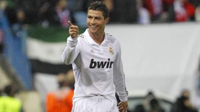 Cristiano Ronaldo, delantero del Real Madrid, celebra uno de sus goles ante el Atlético.