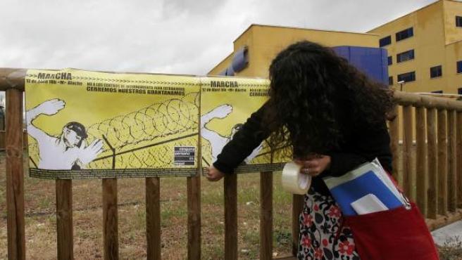 Imagen de archivo de una protesta ante el CIE de Aluche, situado en la Avenida de los Poblados número 51 de Madrid capital.
