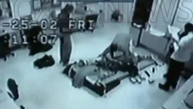 Imagen del reportaje de FOX que muestra las descargas a las que se sometió al joven André McCollins en la escuela para discapacitados Rotenberg (en EE UU).