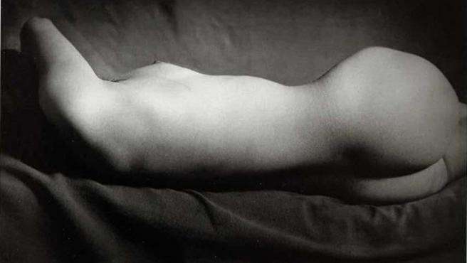 Desnudo fotografiado por George Brassaï en los años treinta