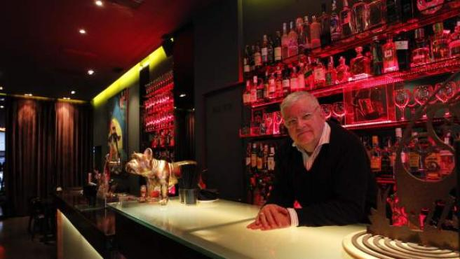 Javier Muñiz, propietario del bar La Turba, en Recoletos.