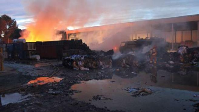 Incendio En Una Emprresa De Reciclaje En Alcàsser (Valencia)