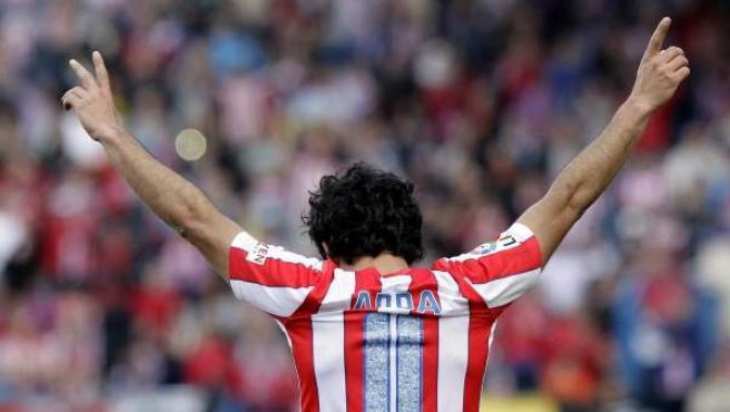 El turco Arda Turan celebra un gol con el Atlético de Madrid.