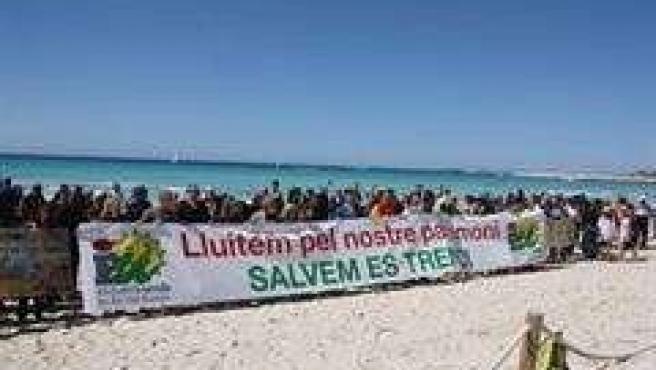 Concentración De EU En La Playa De Es Trenc