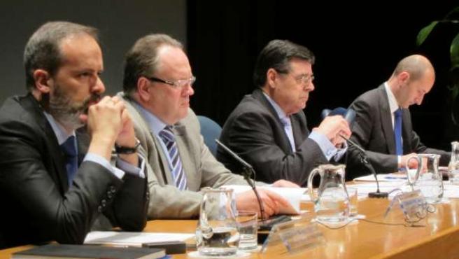Enrique Ambrosio En La Asamblea De Caja Cantabria