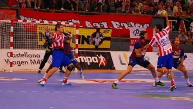 Partido de la Supercopa de balonmano entre el Atletico de Madrid y el Barcelona.