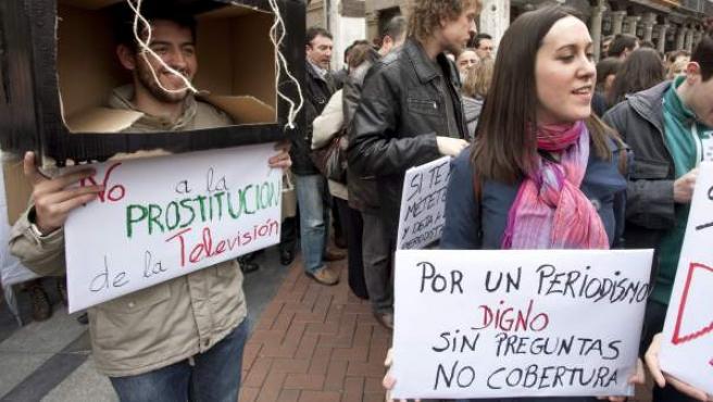 Unos trescientos periodistas (algunos en la imagen) se han echado este jueves a la calle en Valladolid.
