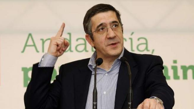 El lehendakari y líder de los socialistas vascos, Patxi López, durante un acto electoral del partido en Almería.