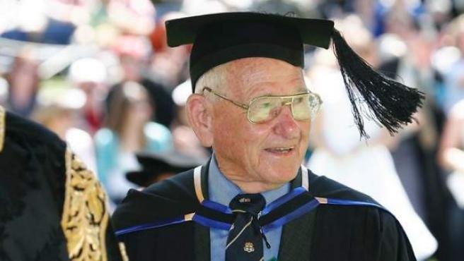 Allan Stewart en 2010, durante su graduación en Derecho en la Southern Cross University australiana.