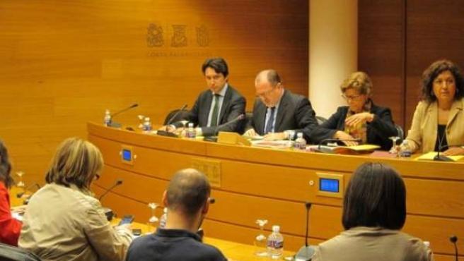 Mesa De La Comisión De Emarsa