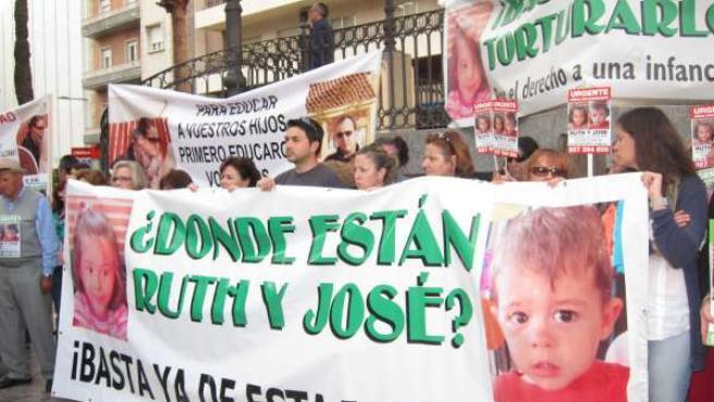 Ruth Ortiz En La Manifestación De Huelva El 8 De Mayo.