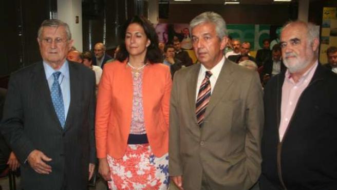 Isabel Borrego Con Representantes Caeb