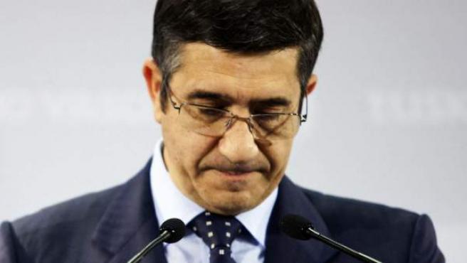 El lehendakari, Patxi López, durante la rueda de prensa en la que ha descartado convocar ahora elecciones anticipadas en Euskad.
