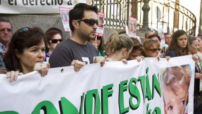 Ruth Ortiz, la madre de los dos niños desaparecidos tras la pancarta en la concentración de Huelva.