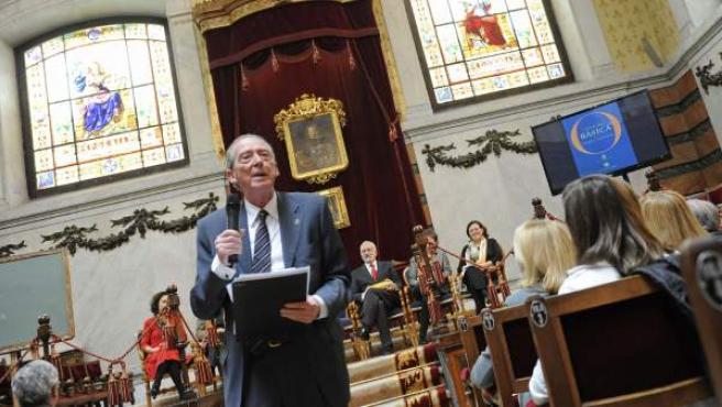 Alumnos de primero y segundo de la ESO de diferentes colegios plantean sus dudas al director de la Real Academia Española, José Manuel Blecua