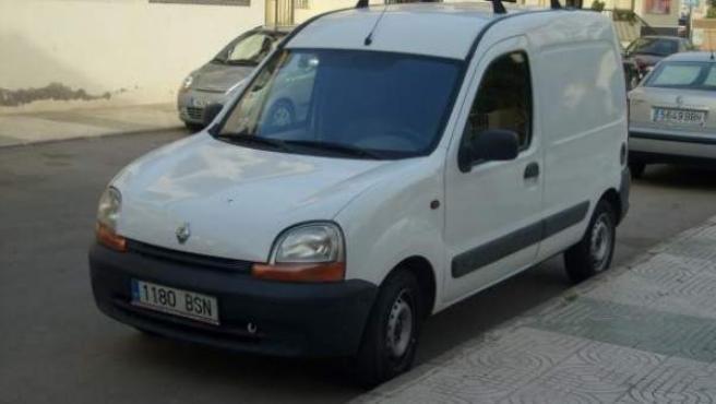 Un vehículo comercial aparcado