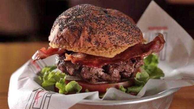 Una las deliciosas hamburguesas de este clásico 'vintage'.