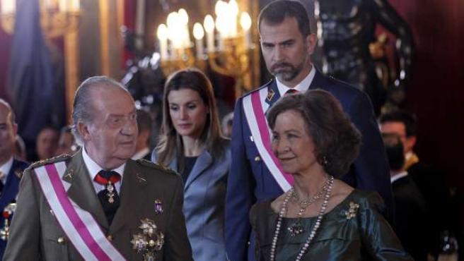 Los reyes de España seguidos de los príncipes de Asturias, en una imagen de archivo.