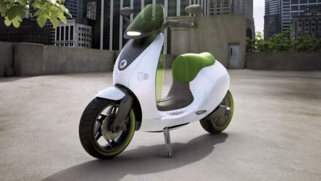 En el año 2010, Smart dio a conocer en el Salón Internacional del Automóvil de París sus planes para comercializar una gama de productos eléctricos destinados al transporte urbano.