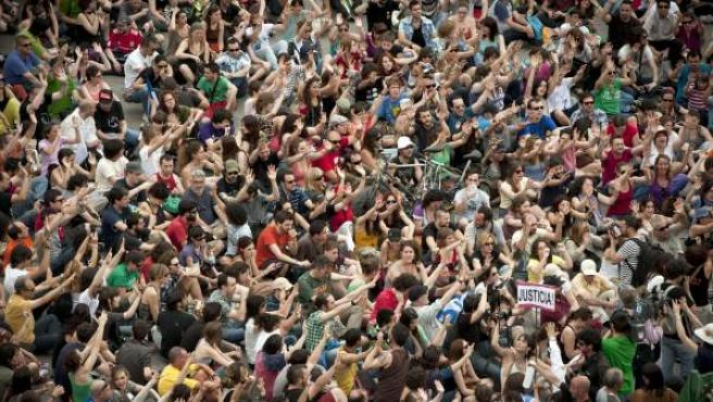 Los indignados se concentran en la Puerta del Sol el 13-M.