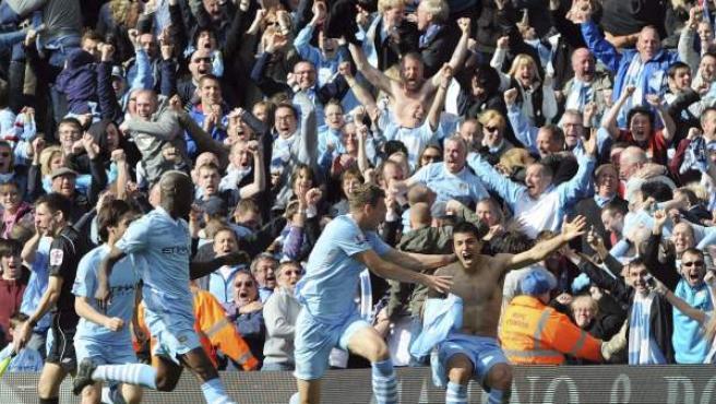 El Kun Agüero celebra el gol que dio el campeonato al City.